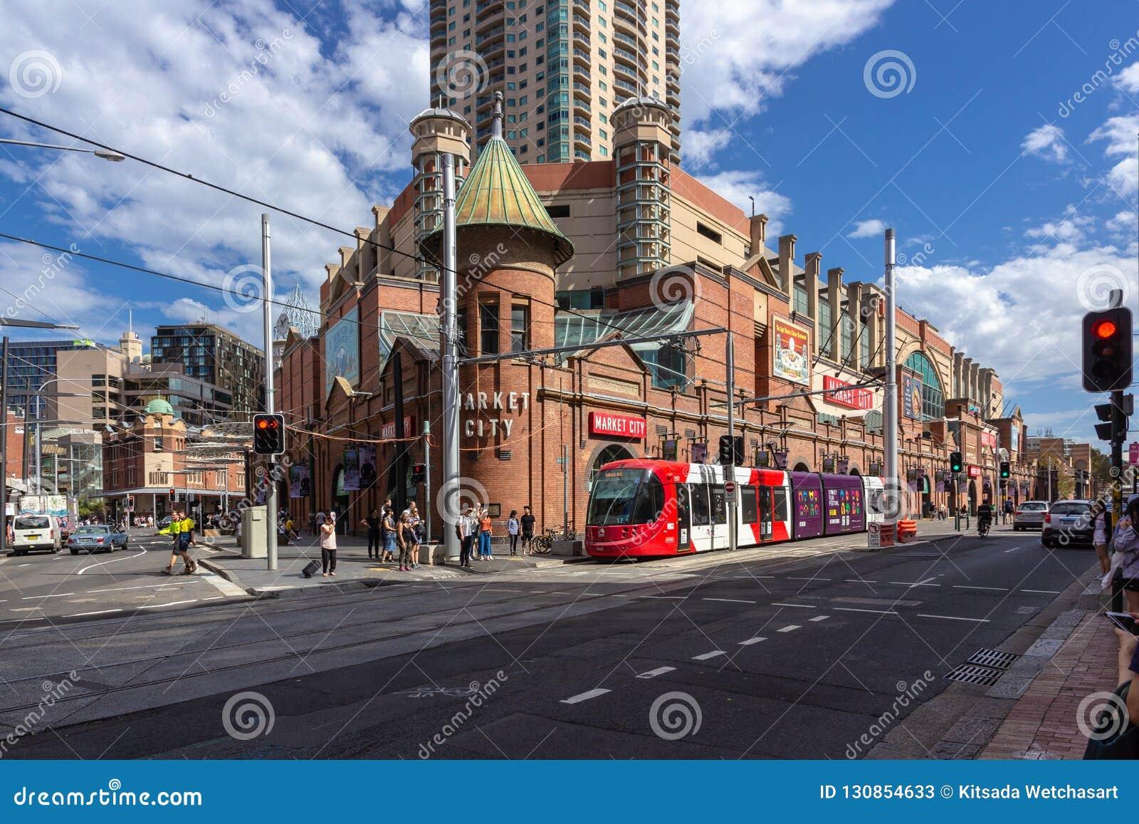 Sydney-Lichtschienenhalt an den Märkten des Paddys Die Sydney-Lichtschiene