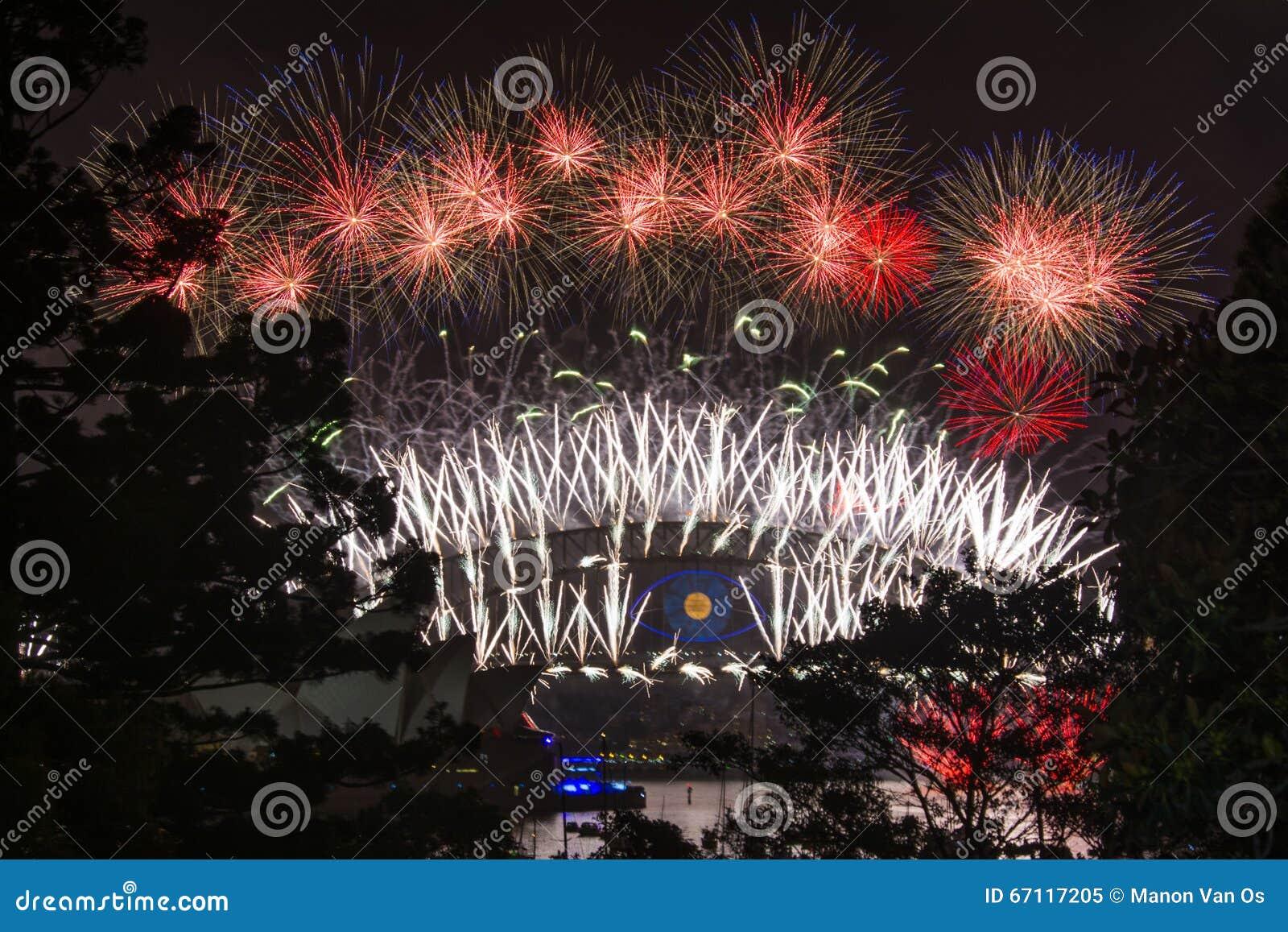 Sydney nowy rok wigilia 2013 - schronienie opera i most