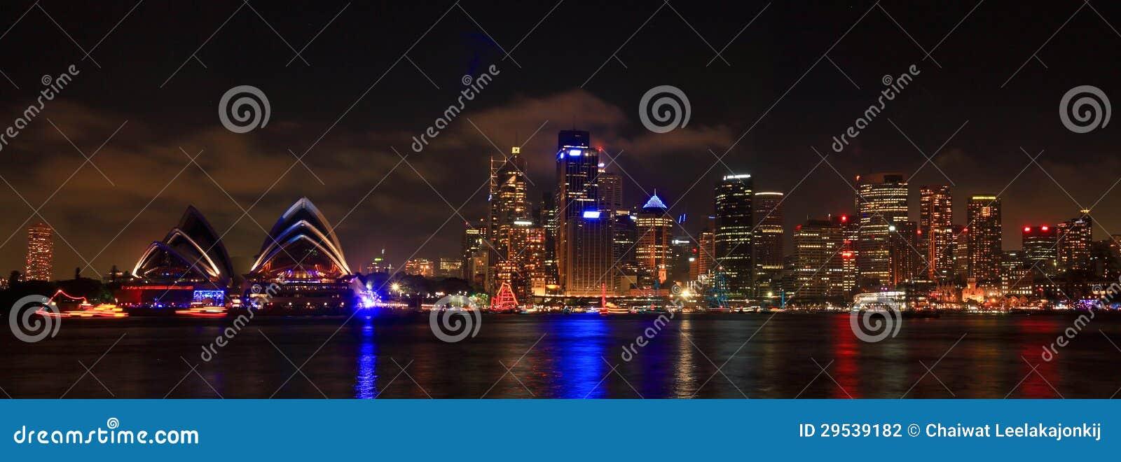 SYDNEY, NSW/AUSTRALIAER: Opinião do panorama do porto de Sydney.