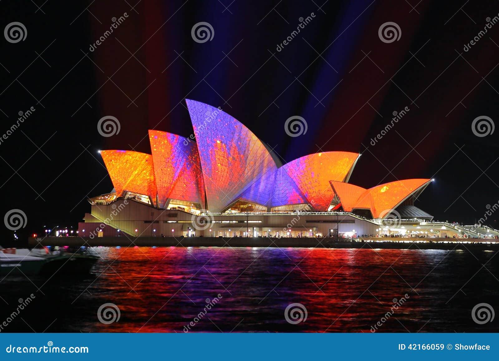 Sydney Opera House dans des couleurs oranges et pourpres pour vif