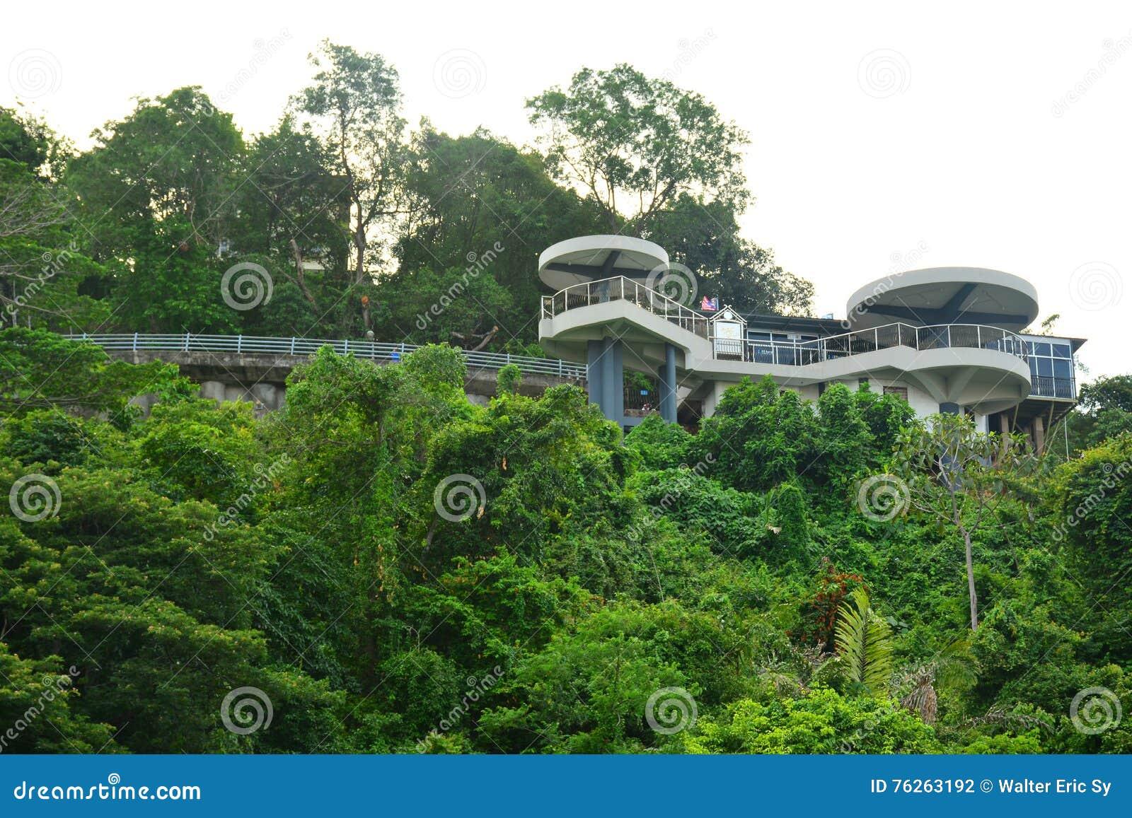Sygnałowy wzgórza obserwatorium wierza w Kot Kinabalu, Malezja