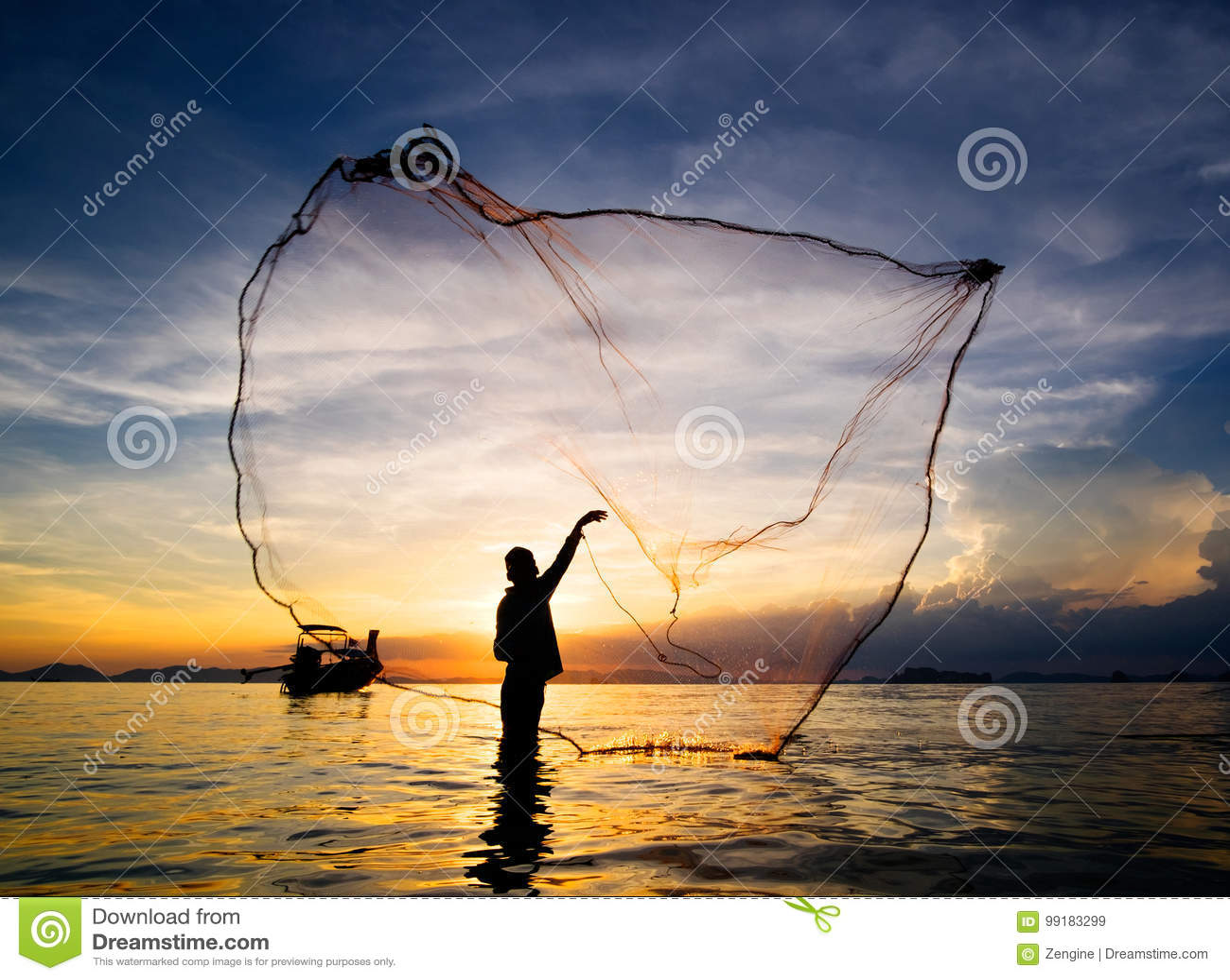 Sylwetka rybak rzucona sieć rybacka w morze
