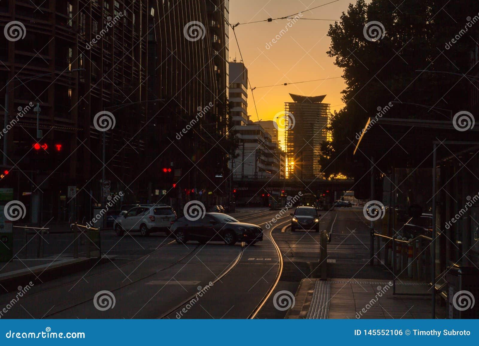 Sylwetki ulica Melbourne z Tramwajowymi poręczami