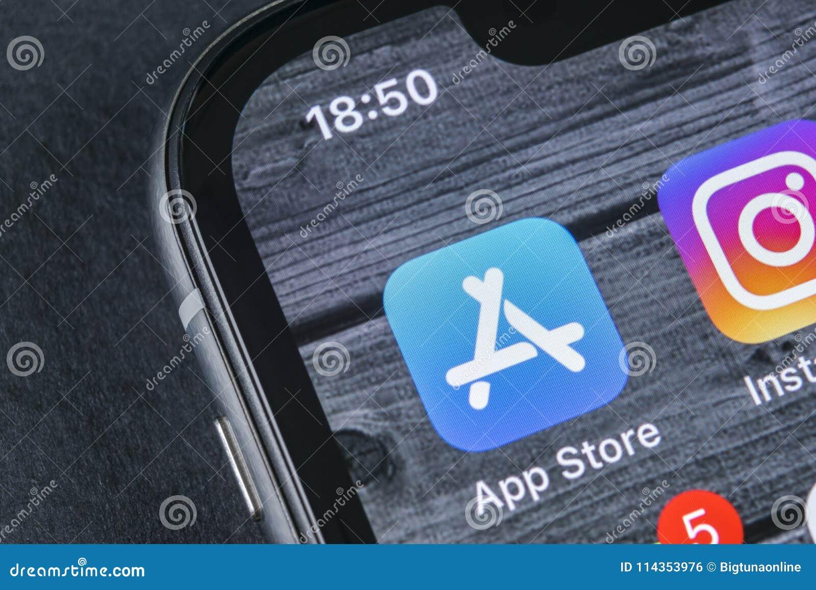 Symbol för Apple lagerapplikation på närbild för skärm för smartphone för Apple iPhone X Mobil applikationsymbol av app-lagret bi