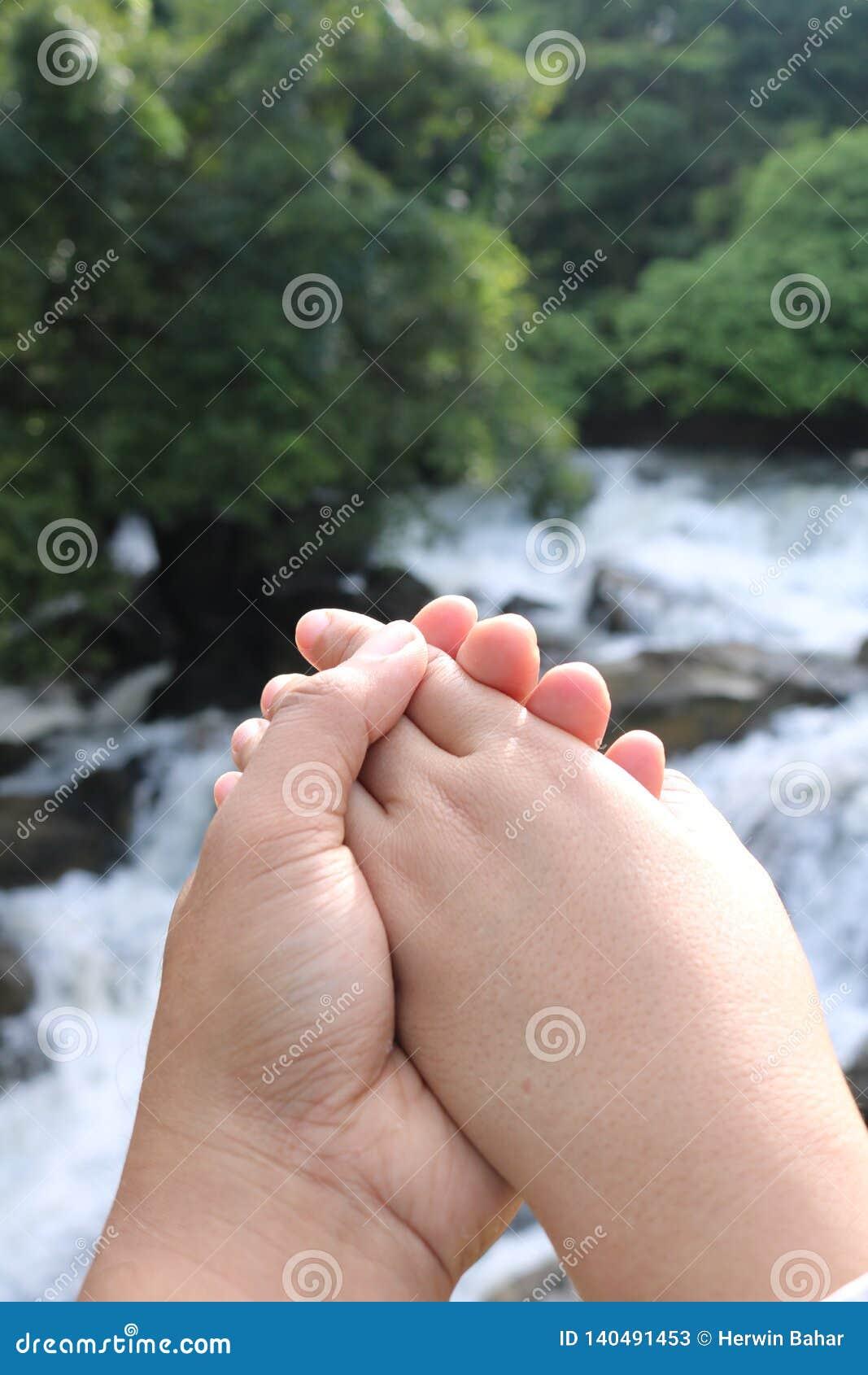 Symbole de l amour avec des mains