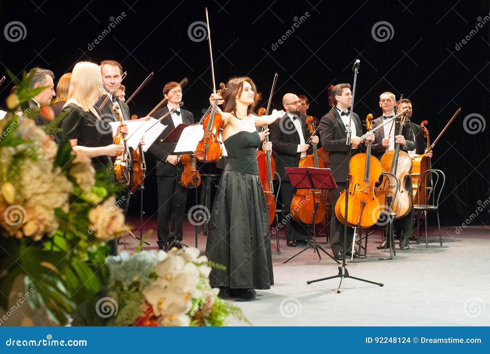 Symfoniemuziek, violisten bij overleg