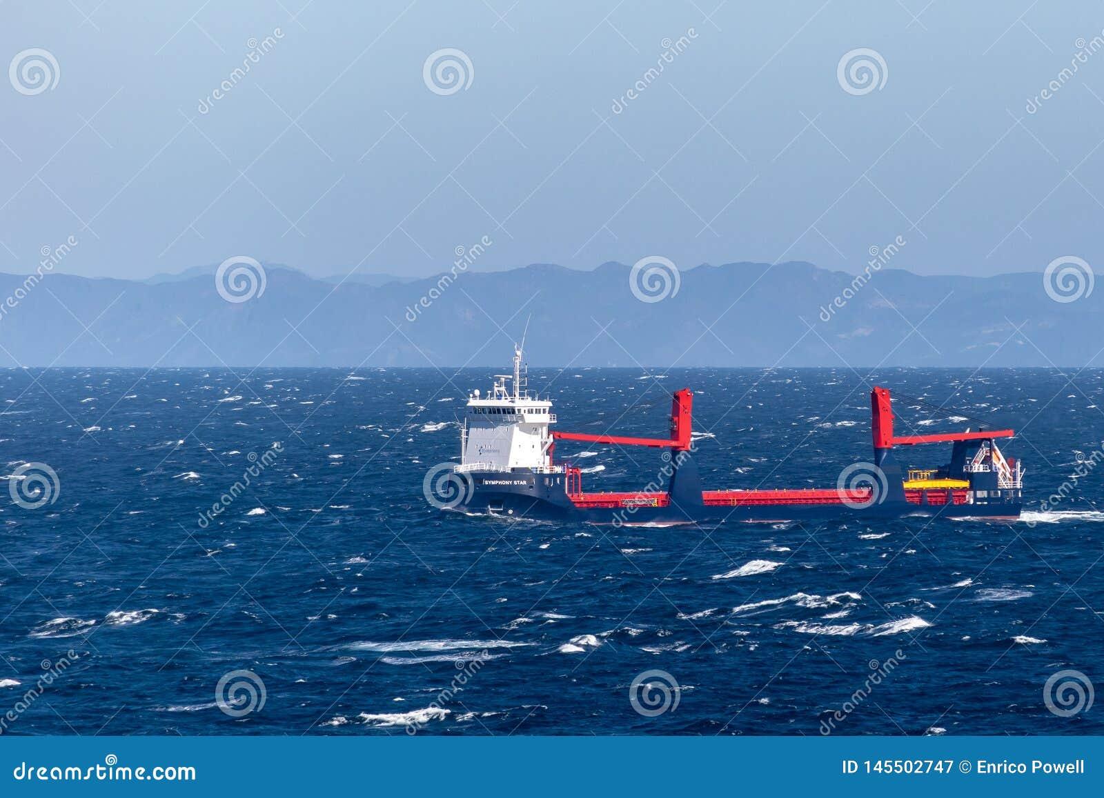 Symfonistjärna, en styckegodsskyttel som seglar över Atlanticet Ocean