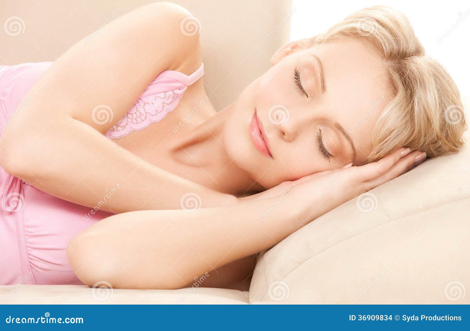 Sypialna kobieta w domu