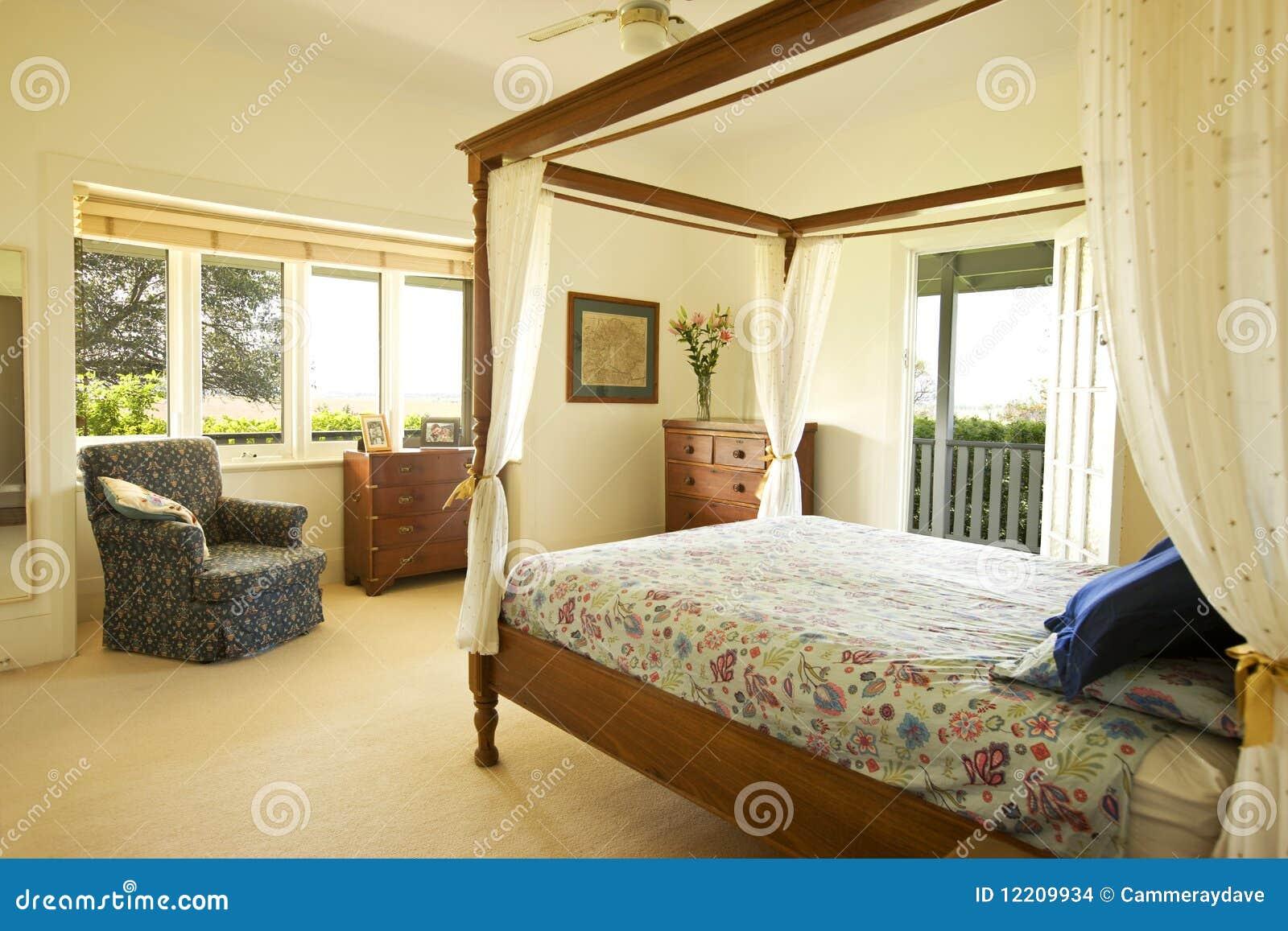 Sypialni dom na wsi mistrz obrazy stock obraz 12209934 for Planimetrie della master suite