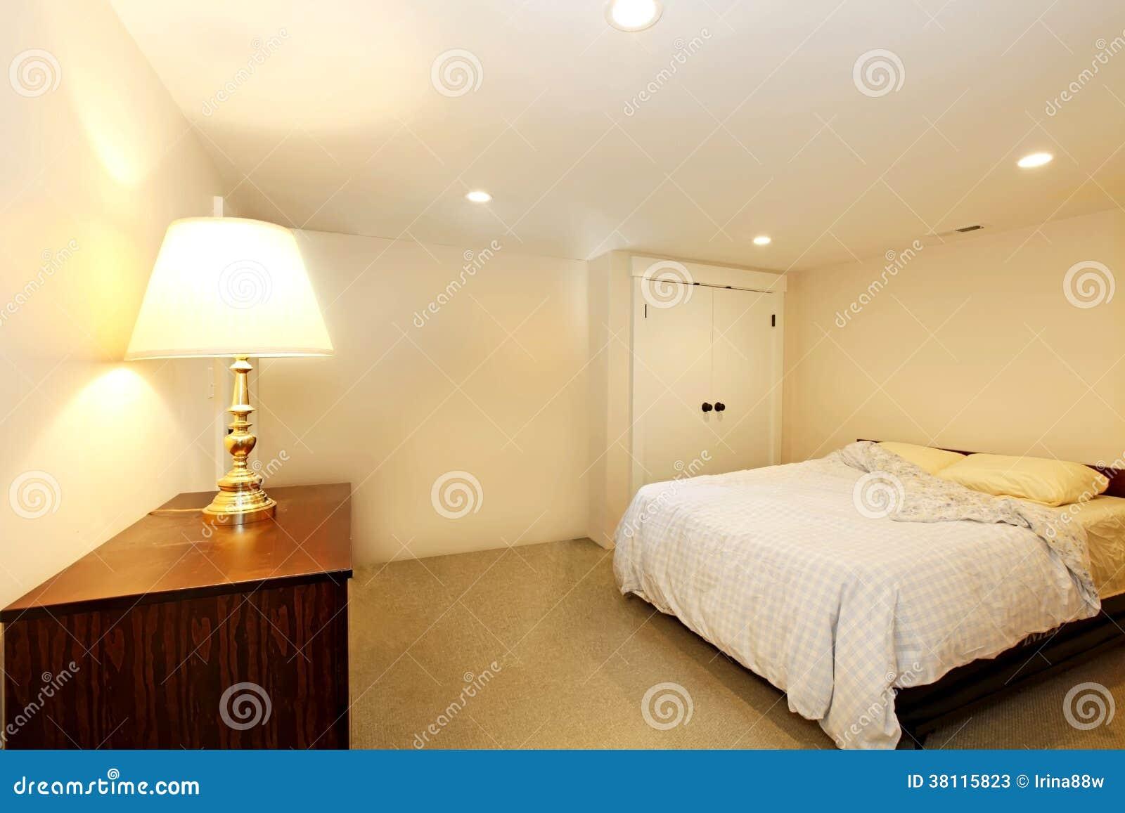 Sypialnia Bez Okno Obraz Stock Obraz Złożonej Z Wynajem