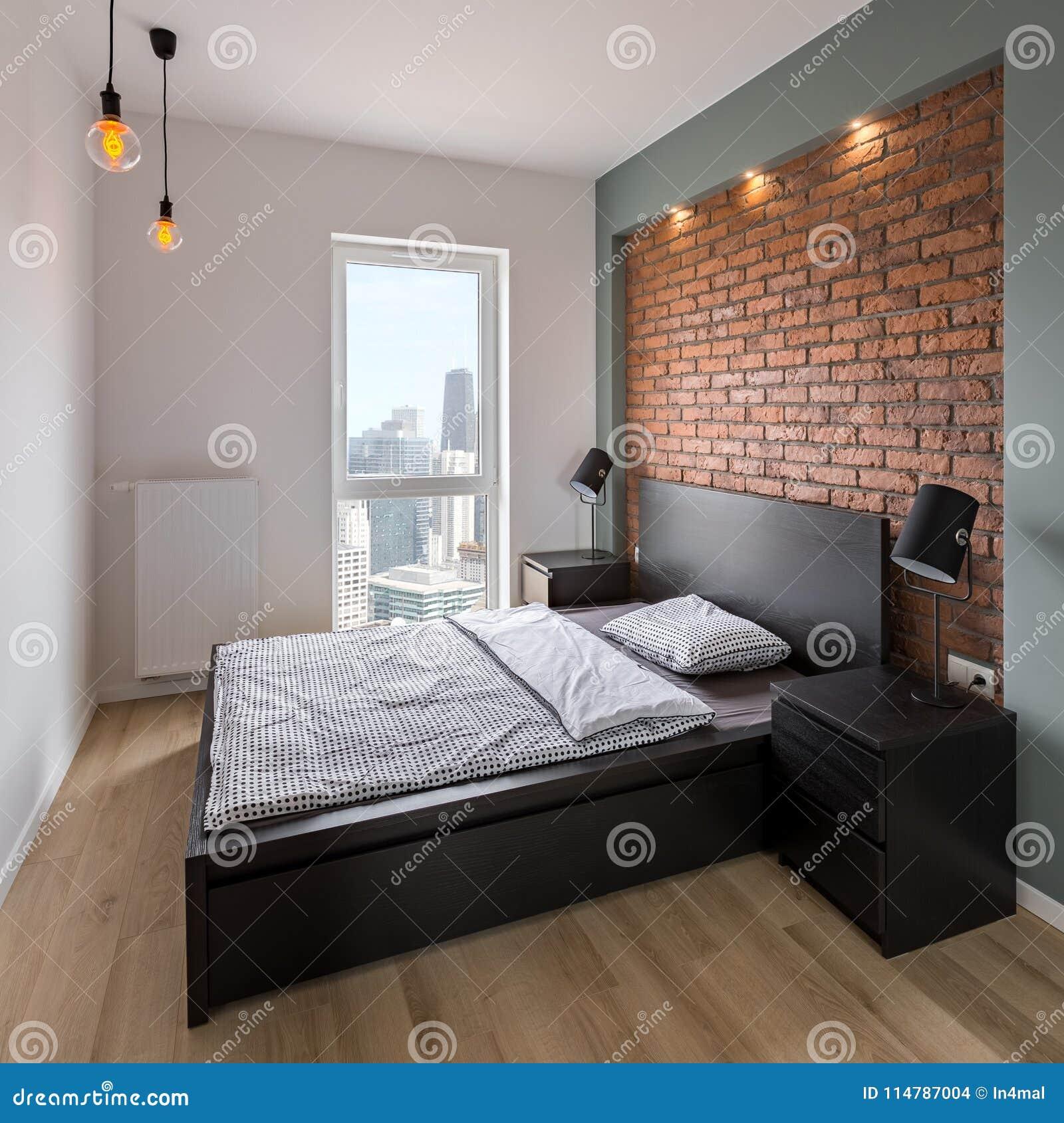 Sypialnia Z Czerwienią ściana Z Cegieł Zdjęcie Stock