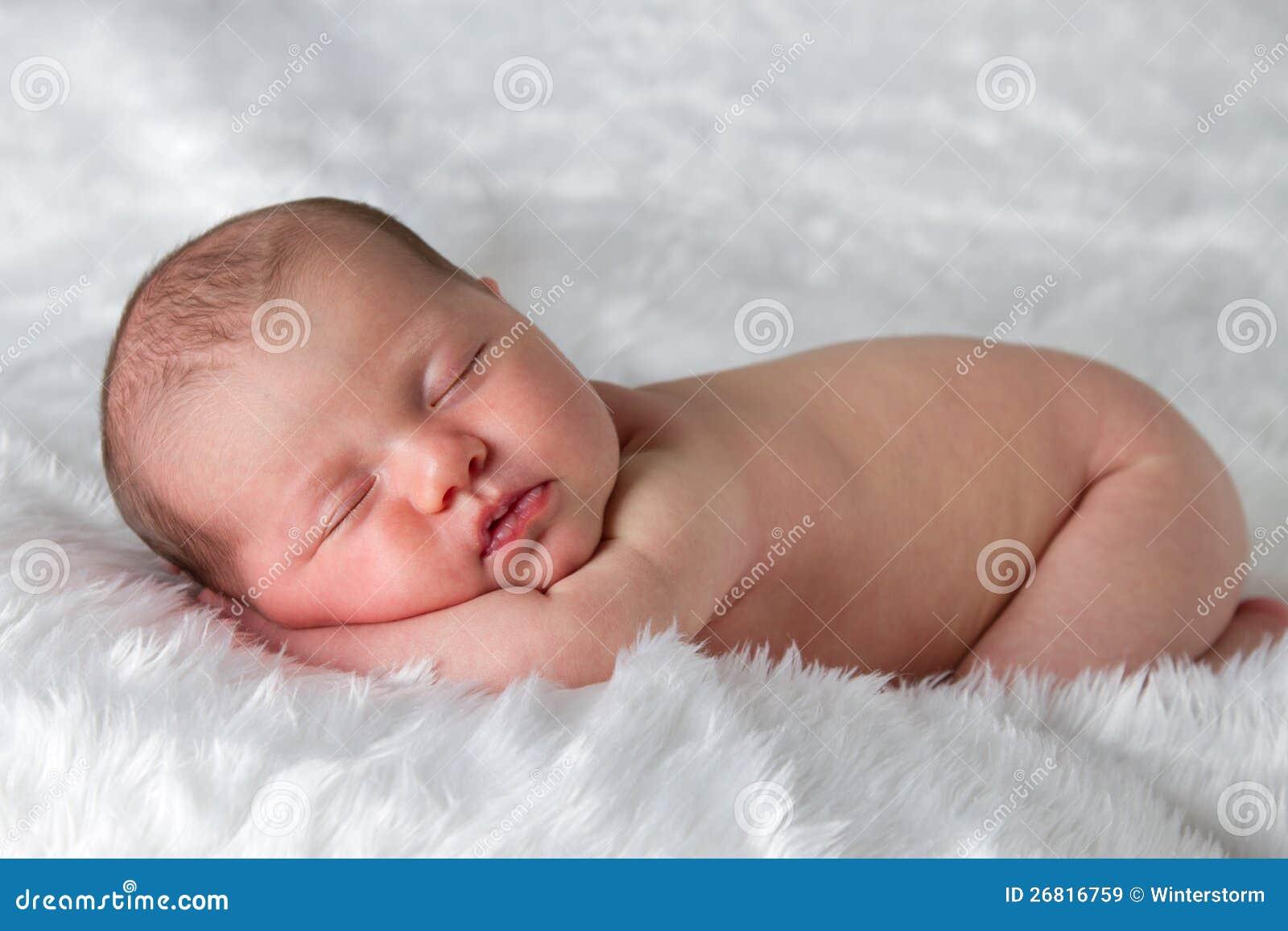 Sypialny nowonarodzony dziecko