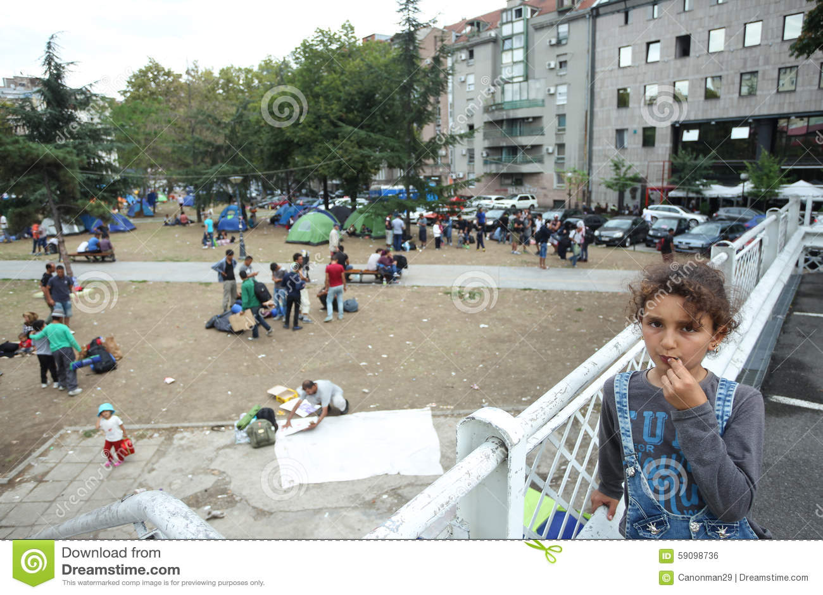 Syrianska Flyktingar Som Vilar I Tält Redaktionell Arkivbild