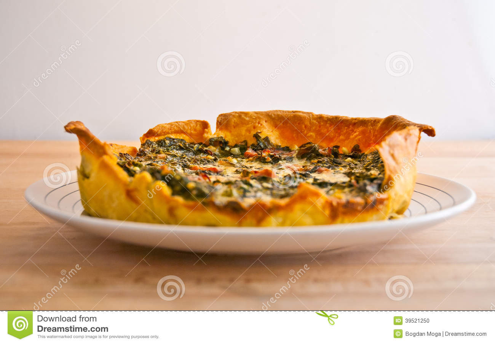 Syrlig crudopaj för ny grönsak och prosciutto