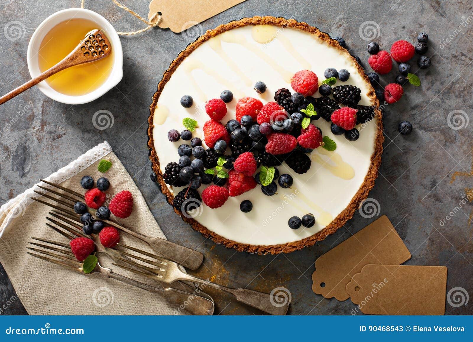 Syrliga sommarbär och grekisk yoghurt