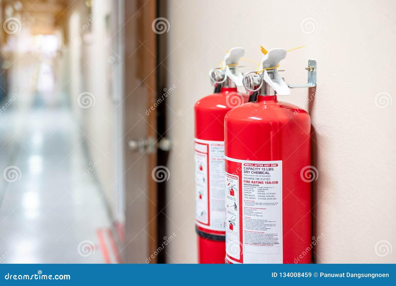 Système d extincteur sur le fond de mur, équipement d urgence puissant