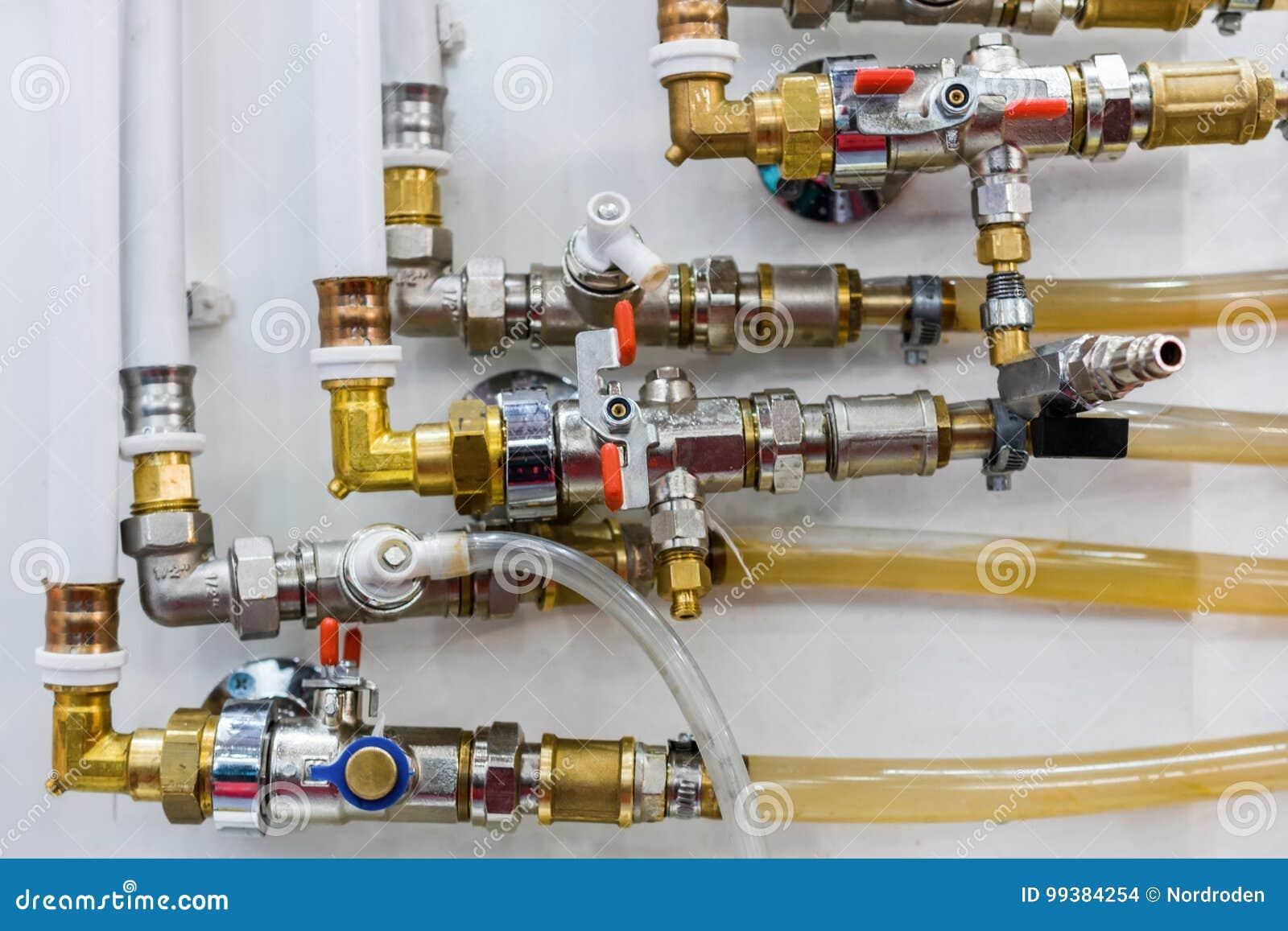 Système des canalisations et des régulateurs en plastique