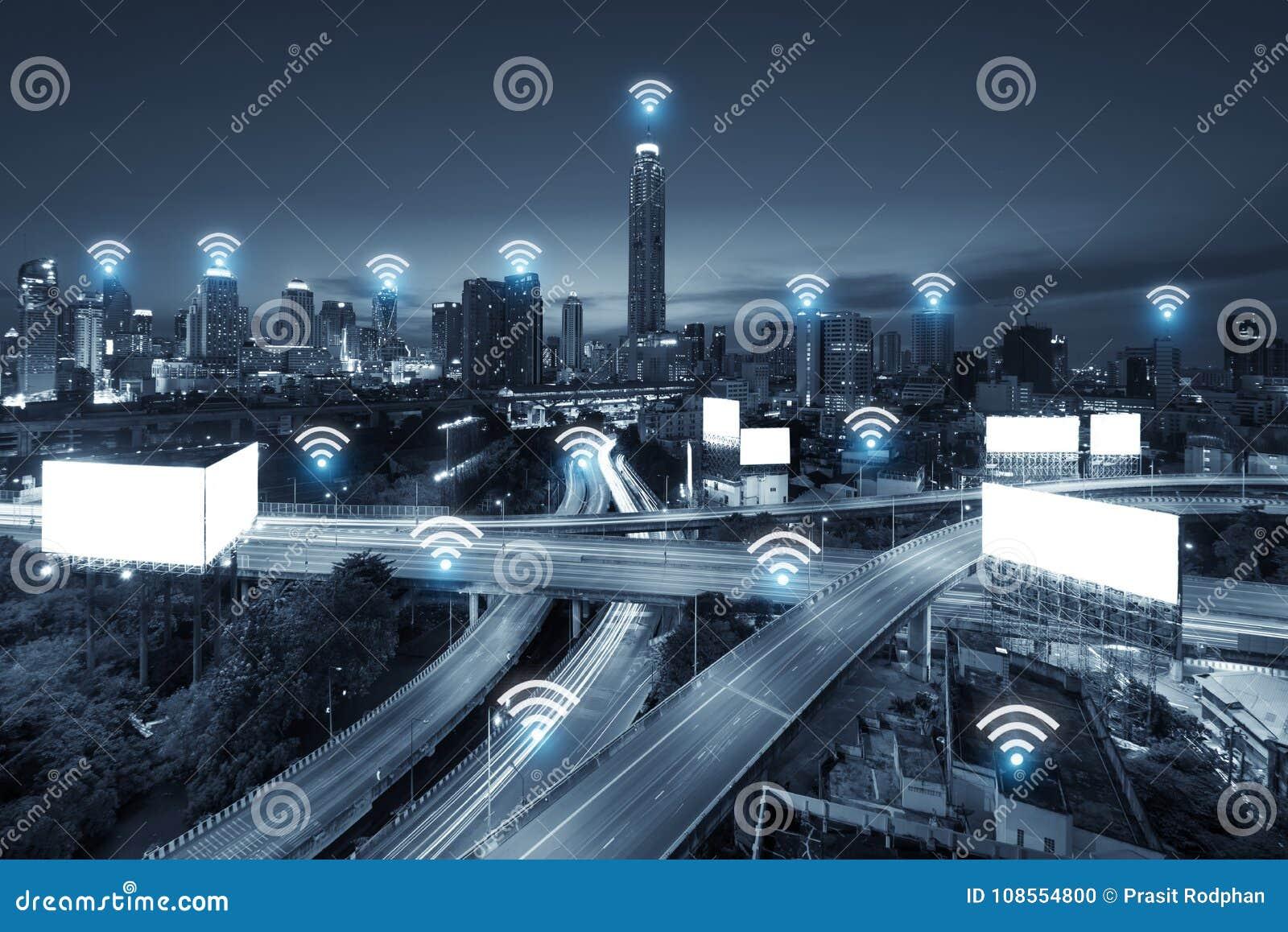 System för conection för Wifi nätverksaffär på den Bangkok staden i backgr