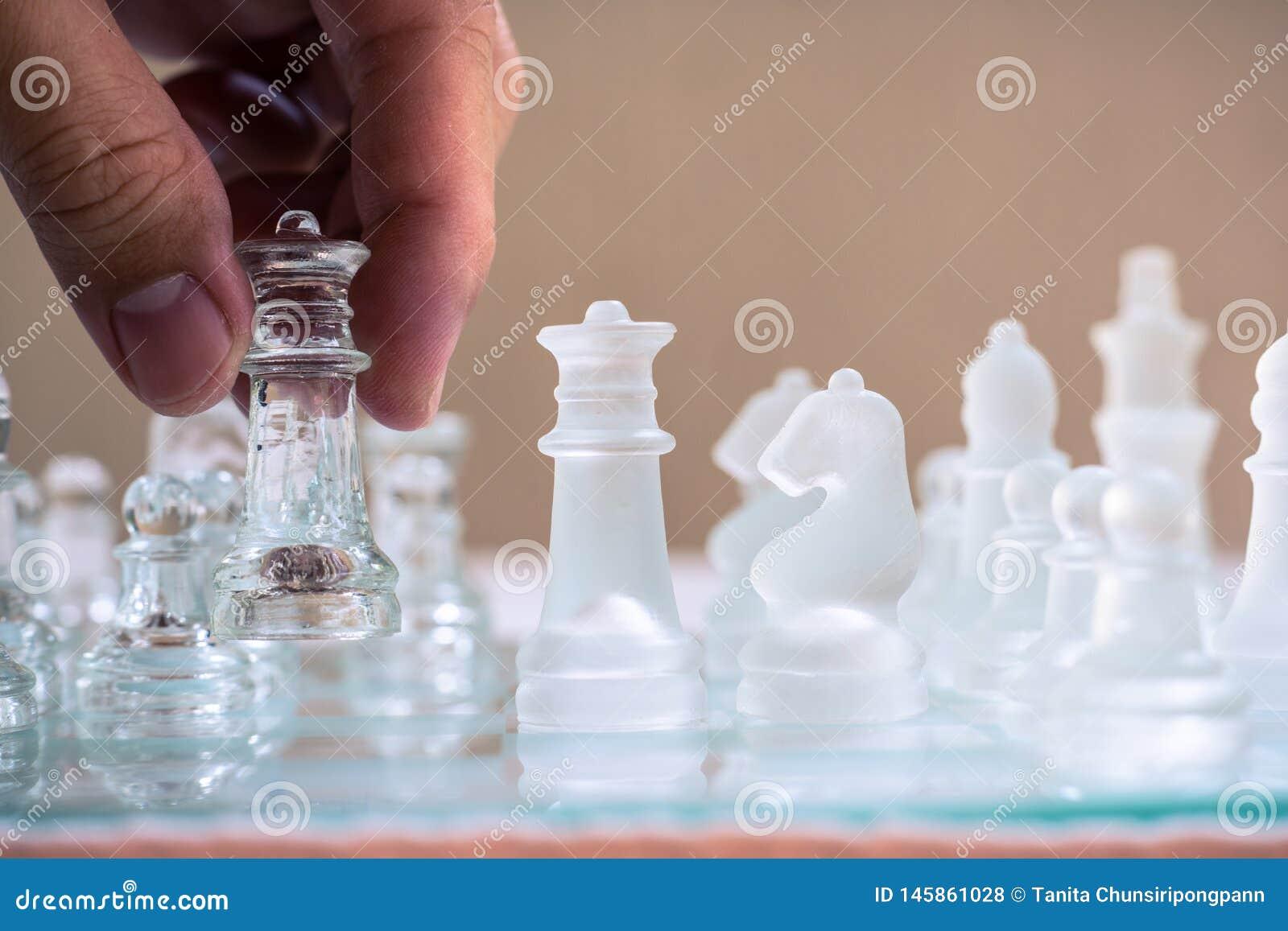 Szachowa gra Du?y ruch wygrywa? Strategia biznesowa i konkurencyjny poj?cie kosmos kopii
