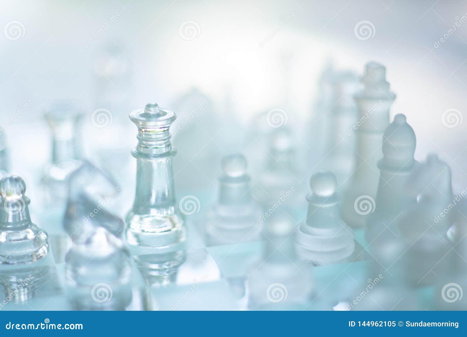 Szachowa gra planszowa robi? szk?o, biznesowy konkurencyjny poj?cie
