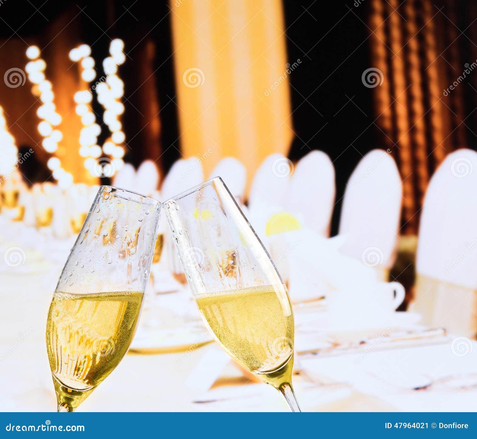 Szampańscy flety z złotymi bąblami na bożych narodzeniach zgłaszają dekoraci tło
