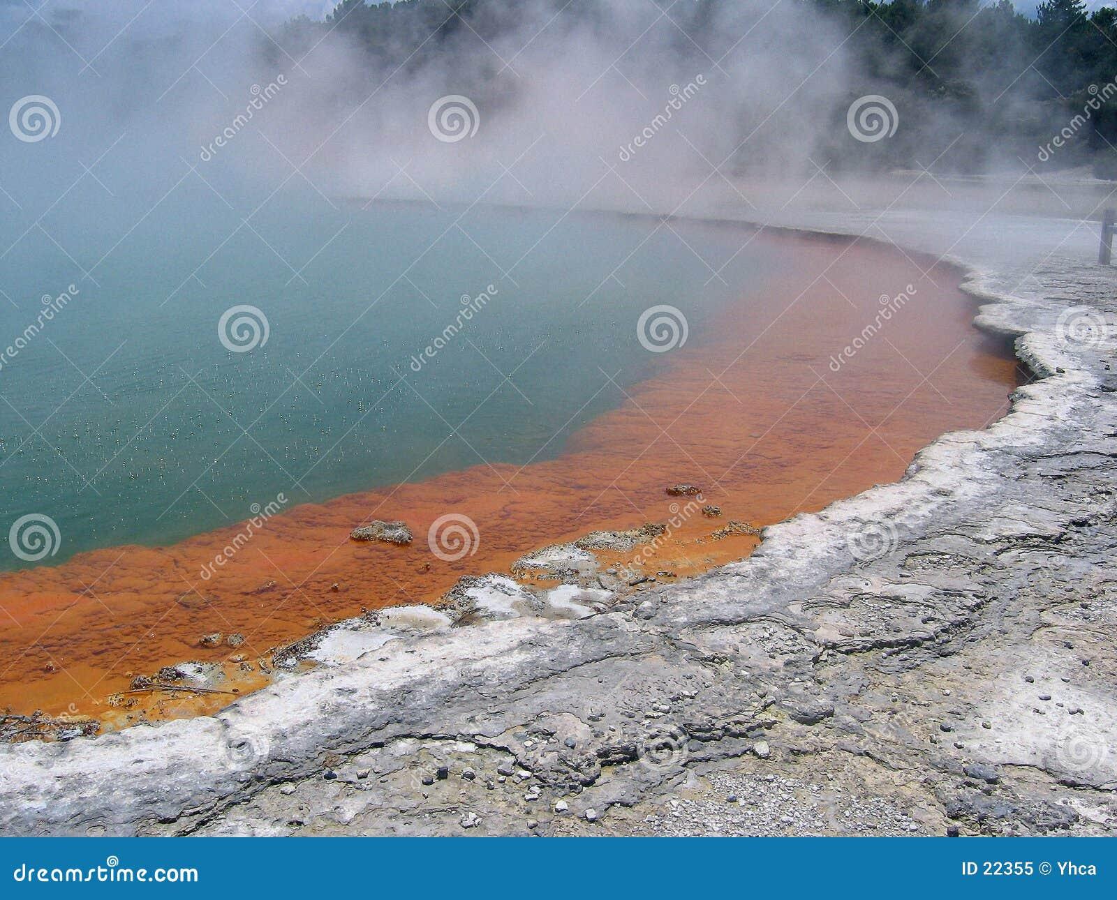Szampan geotermiczny naturalne basenu