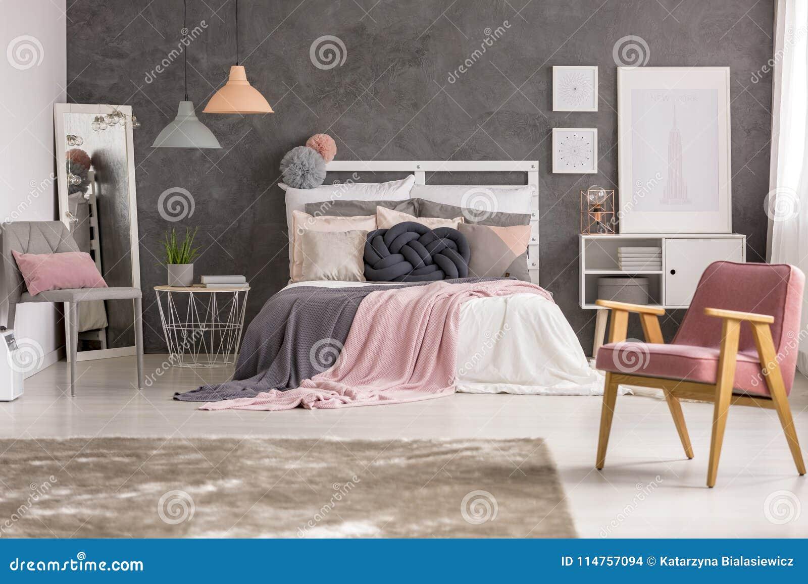 Szara I Pastelowa Dziewczyny Sypialnia Zdjęcie Stock Obraz