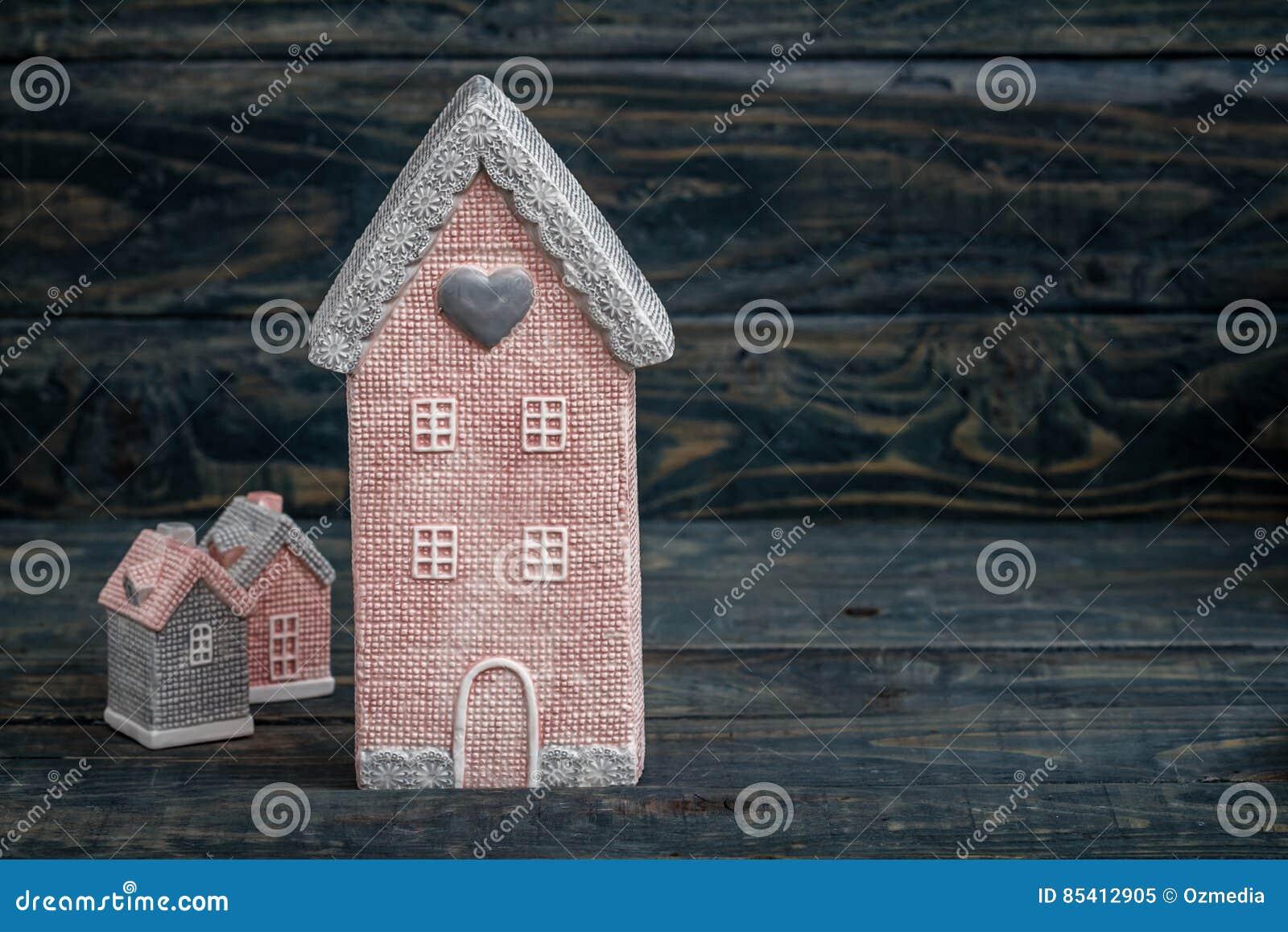 Szarość i menchii Śliczni Dekoracyjni domy z kopii przestrzenią