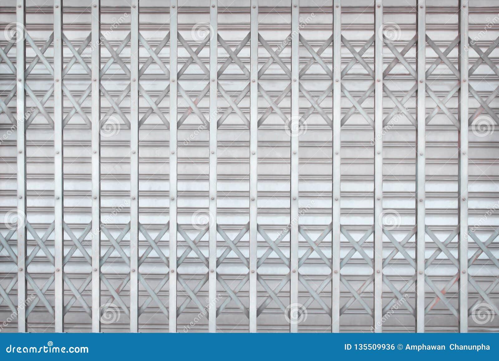 Szarość lub srebra toczny stalowy drzwi lub rolkowy żaluzji drzwi wewnątrz przeplatamy wzory dla tła