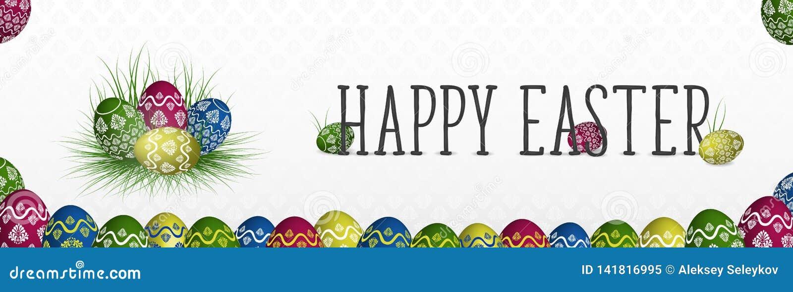 Szczęśliwy Wielkanocny sztandar z kolorowymi malującymi jajkami na trawie