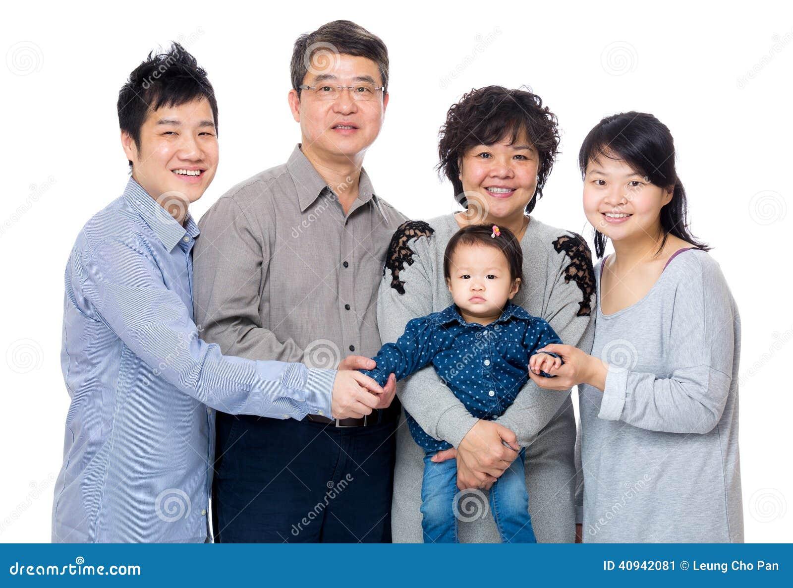 Szczęśliwa Asia rodzina z trzy pokoleniem