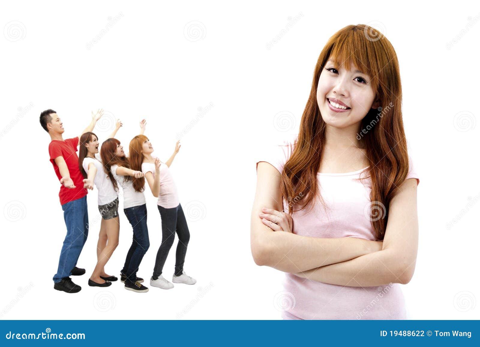 Szczęśliwa dziewczyny azjatykcia grupa