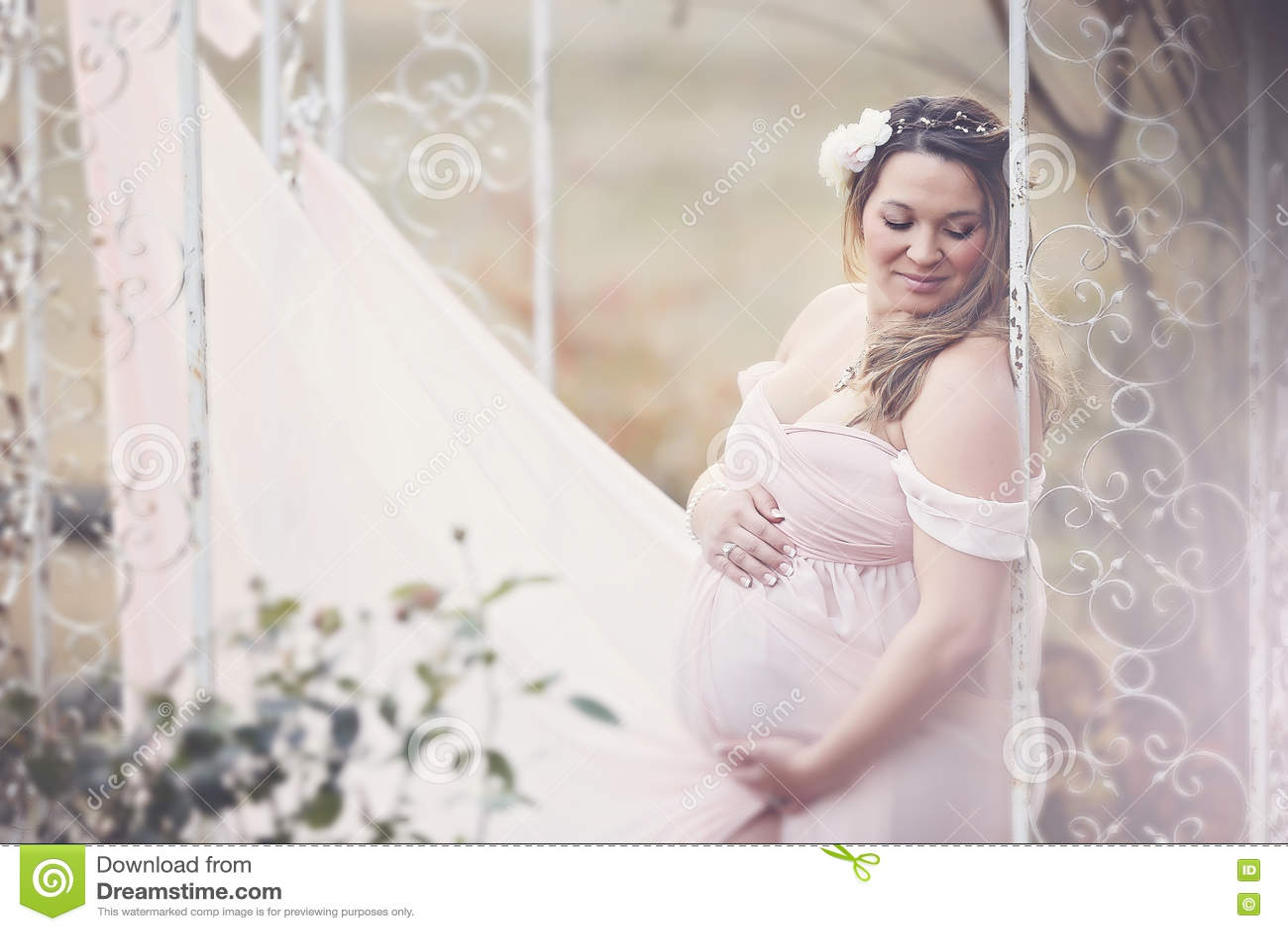 Szczęśliwa kobieta w ciąży