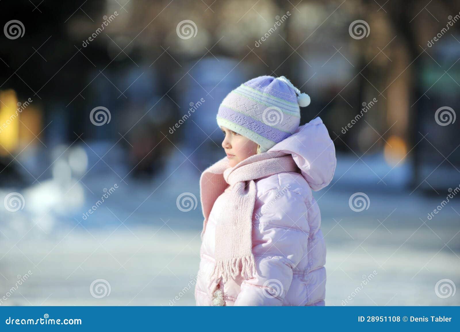 Szczęśliwa mała dziewczynka