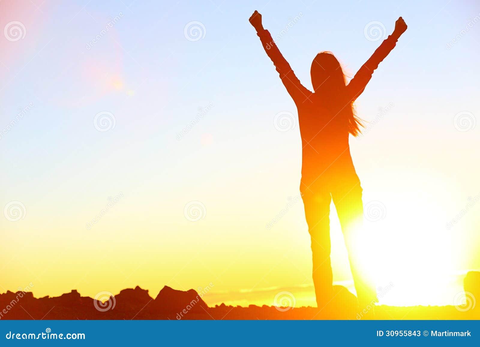 Szczęśliwa odświętność wygrywa sukces kobiety zmierzch