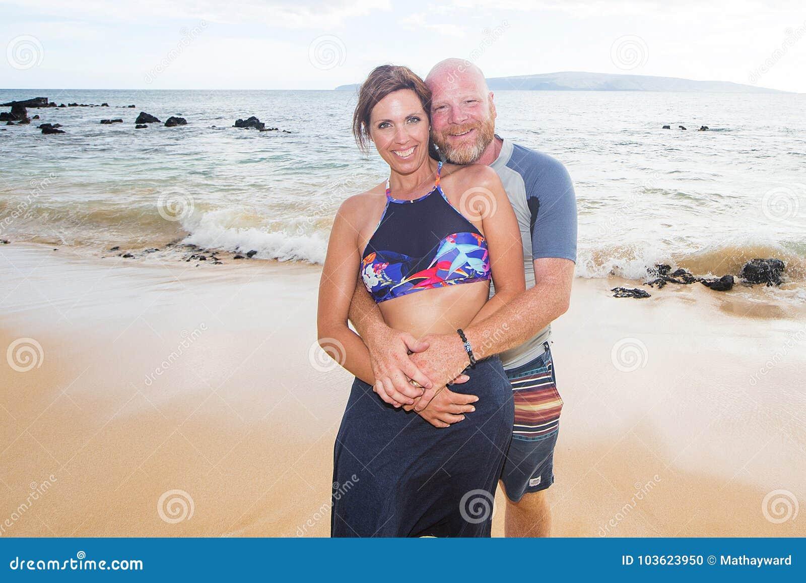 Szczęśliwa para Przy plażą