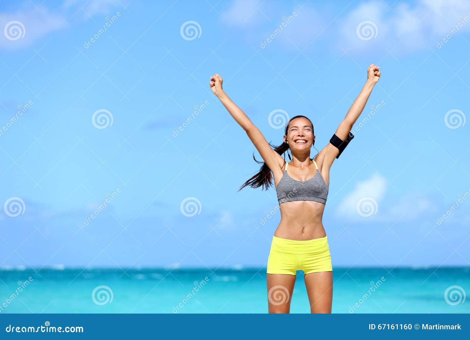 Szczęśliwa sukces kobieta - osiągnięcie sprawność fizyczna cele