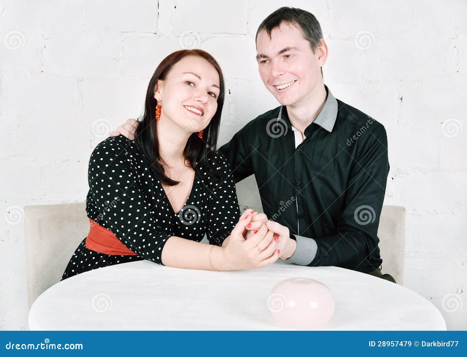 Szczęśliwa uśmiechnięta para