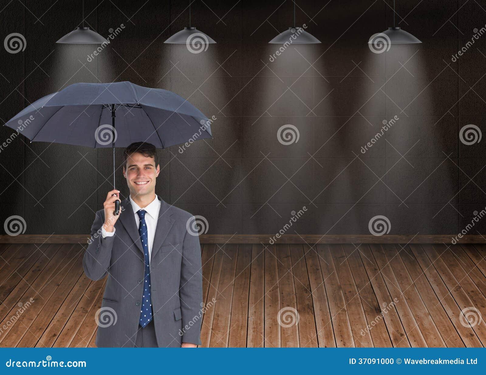 Download Szczęśliwego Biznesmena Mienia Popielaty Parasol Zdjęcie Stock - Obraz złożonej z jeden, profesjonalizm: 37091000