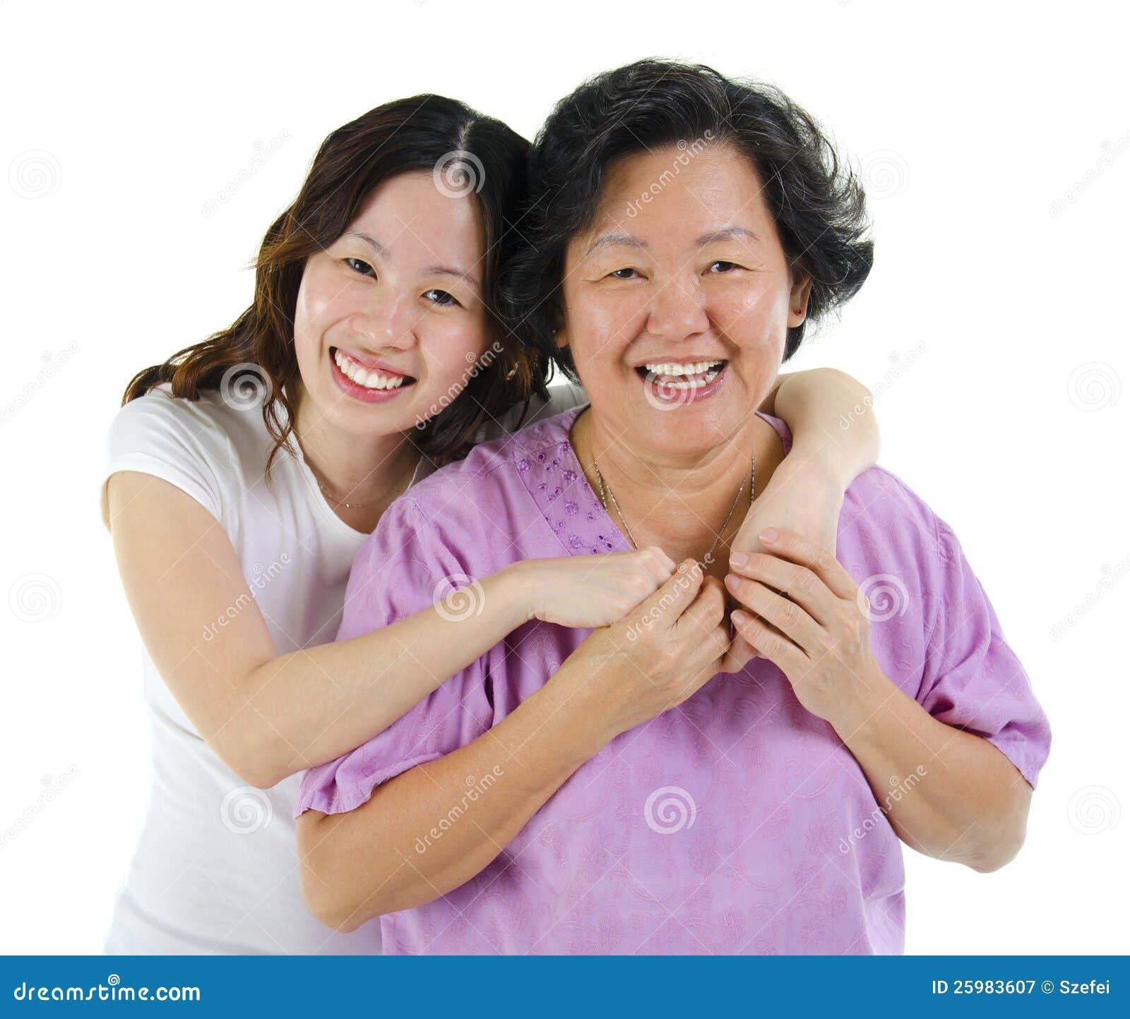 Szczęśliwego seniora macierzysta i dorosła córka