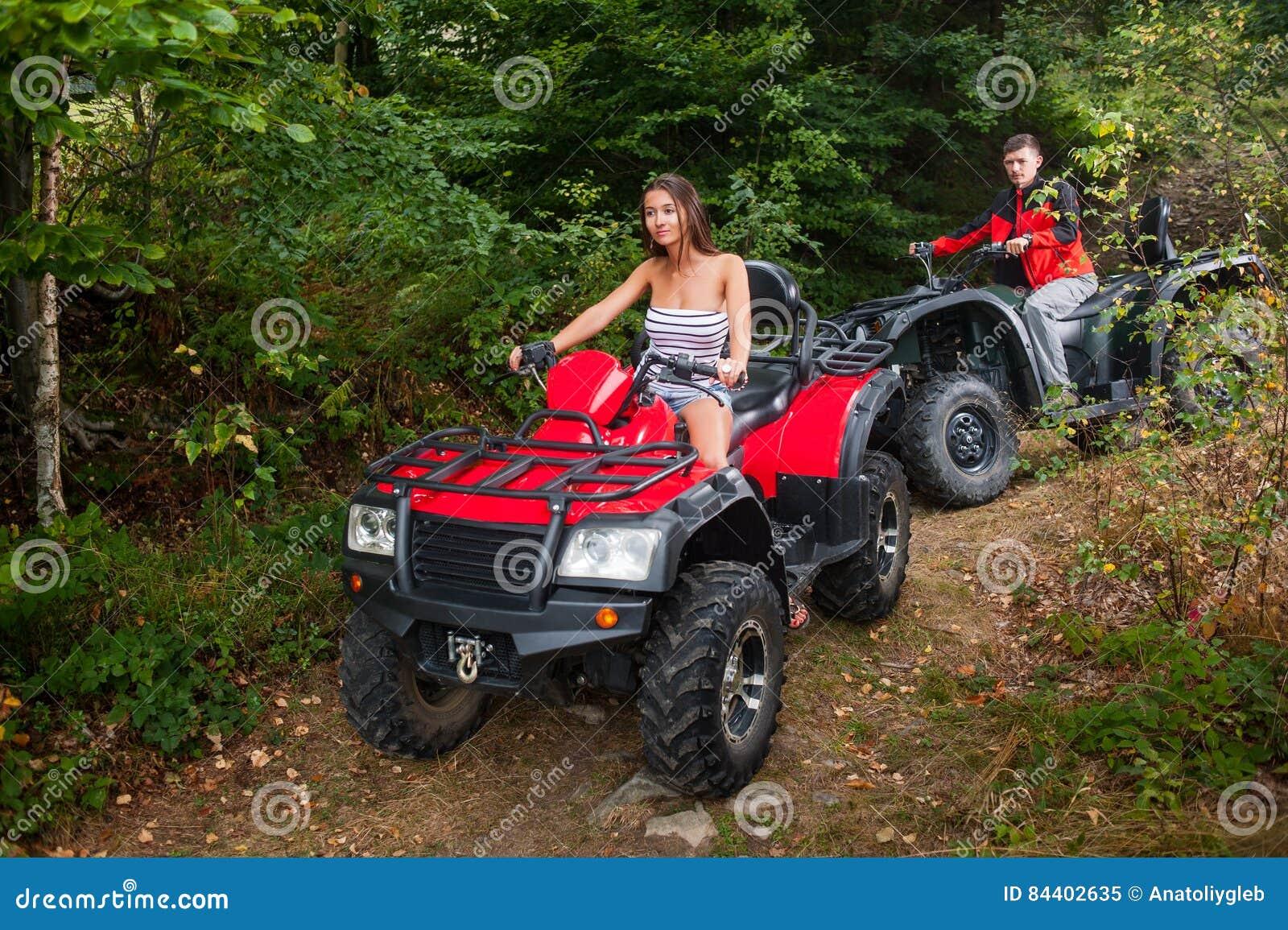Szczęśliwej pary napędowi kołodziejowie ATV