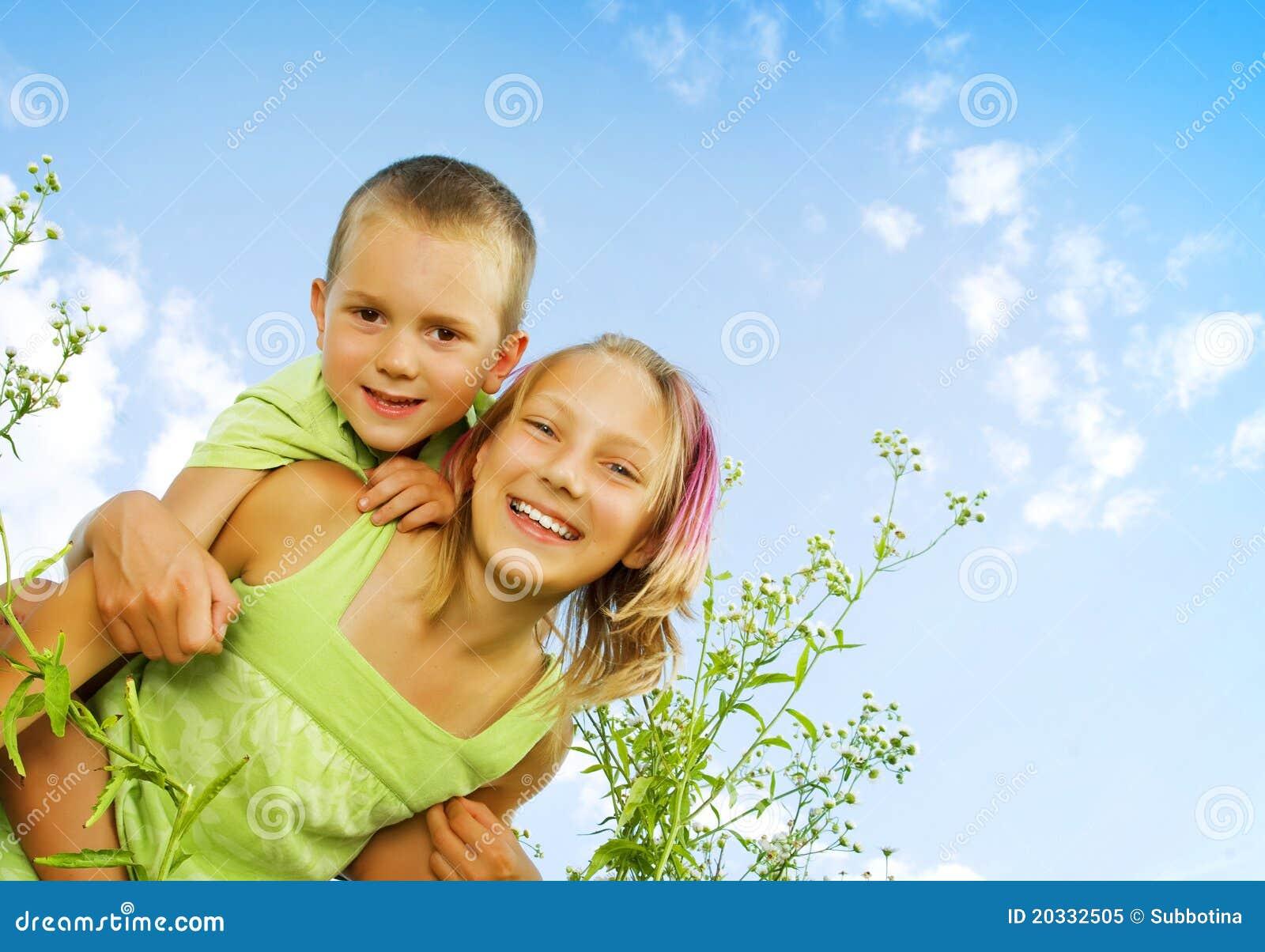 Szczęśliwi dzieciaki