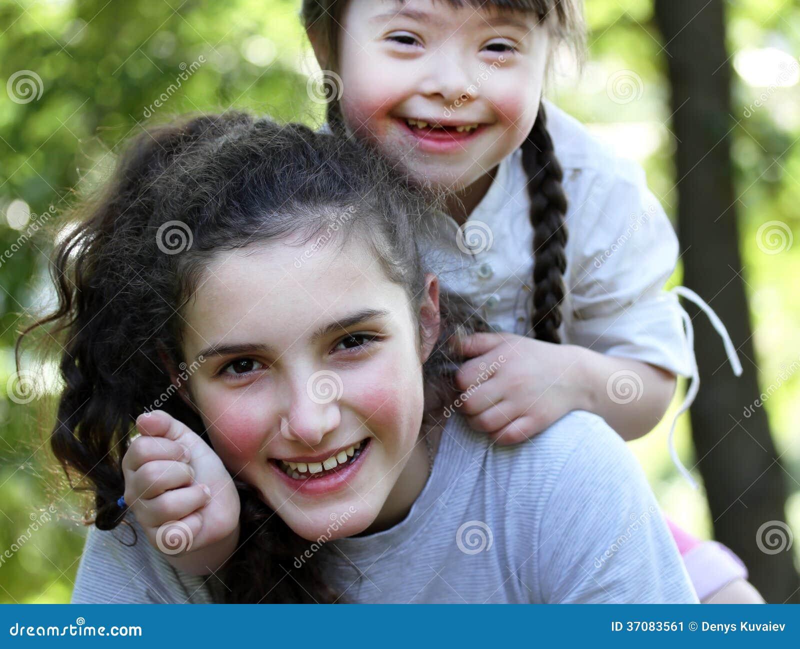 Download Szczęśliwi Rodzinni Momenty Obraz Stock - Obraz złożonej z joker, femaleness: 37083561