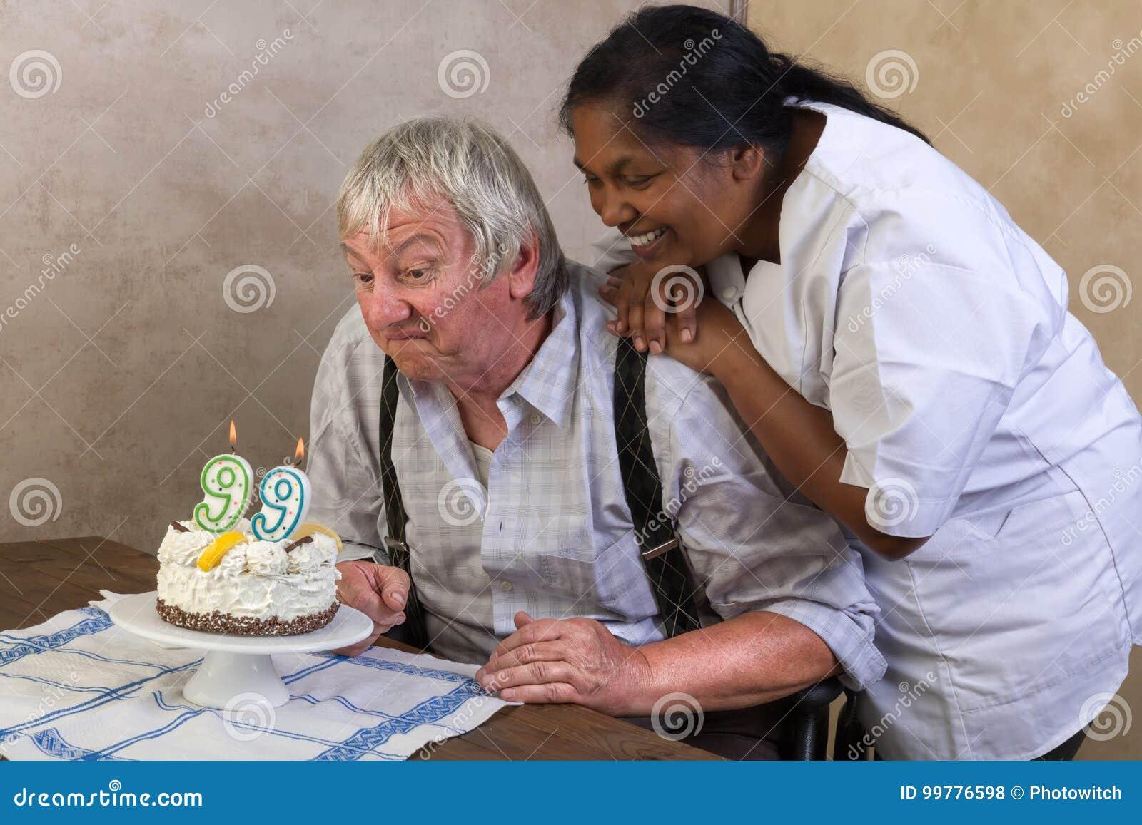 Szczęśliwi 99 urodzinowy tort