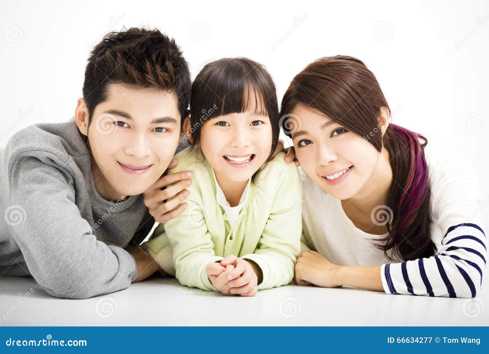 Szczęśliwy Atrakcyjny Młody Rodzinny portret
