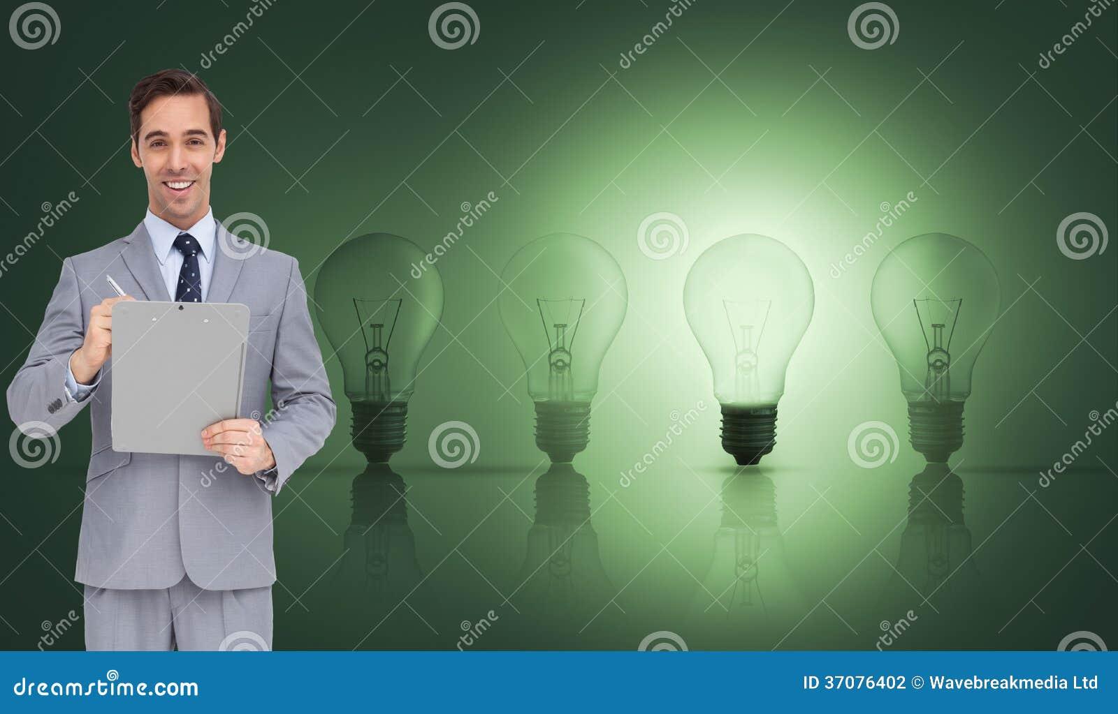 Download Szczęśliwy Biznesmen Trzyma Schowek Zdjęcie Stock - Obraz złożonej z obracający, mężczyzna: 37076402