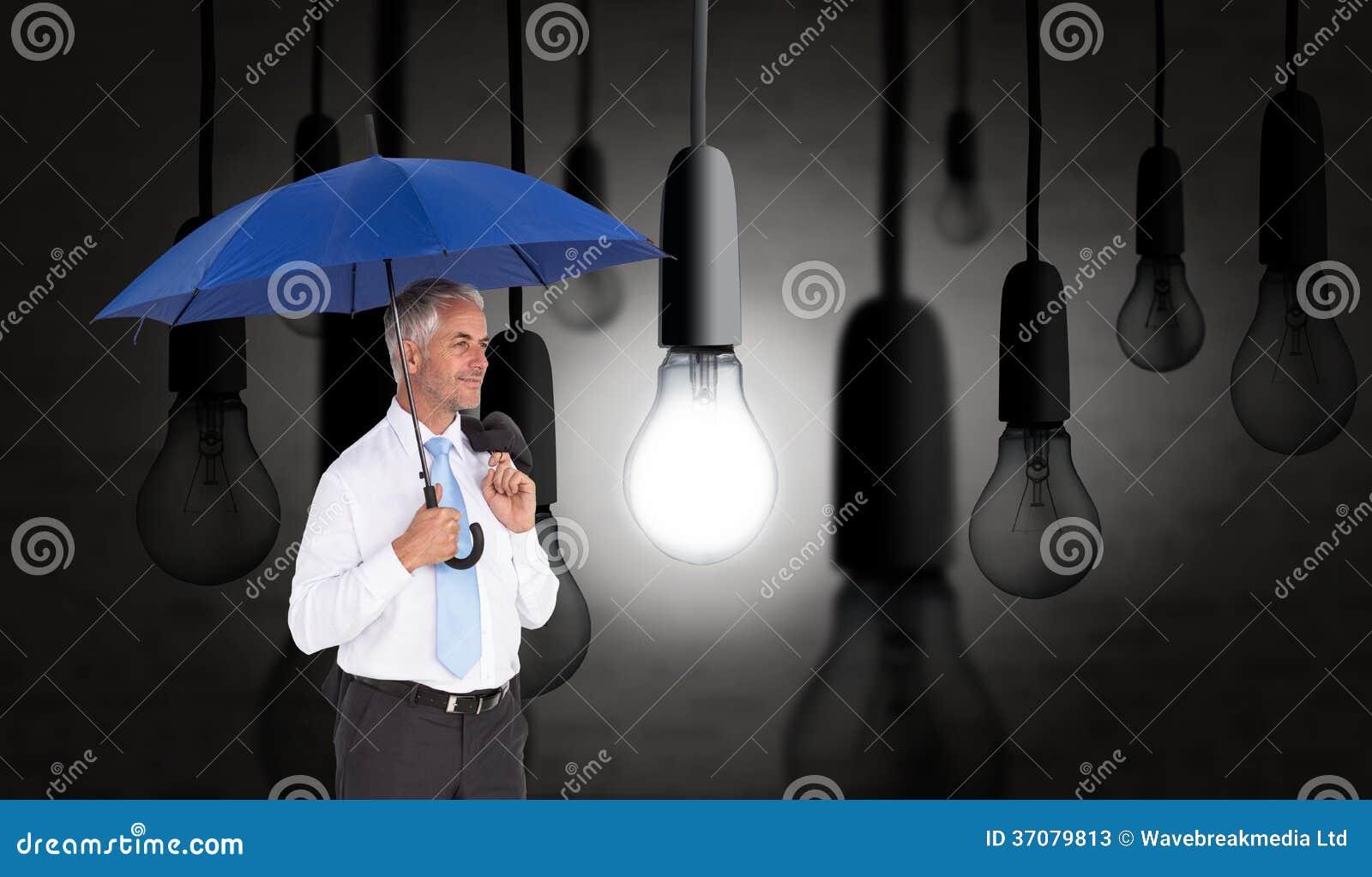 Download Szczęśliwy Biznesmena Mienia Parasol Obraz Stock - Obraz złożonej z elektryczność, energia: 37079813