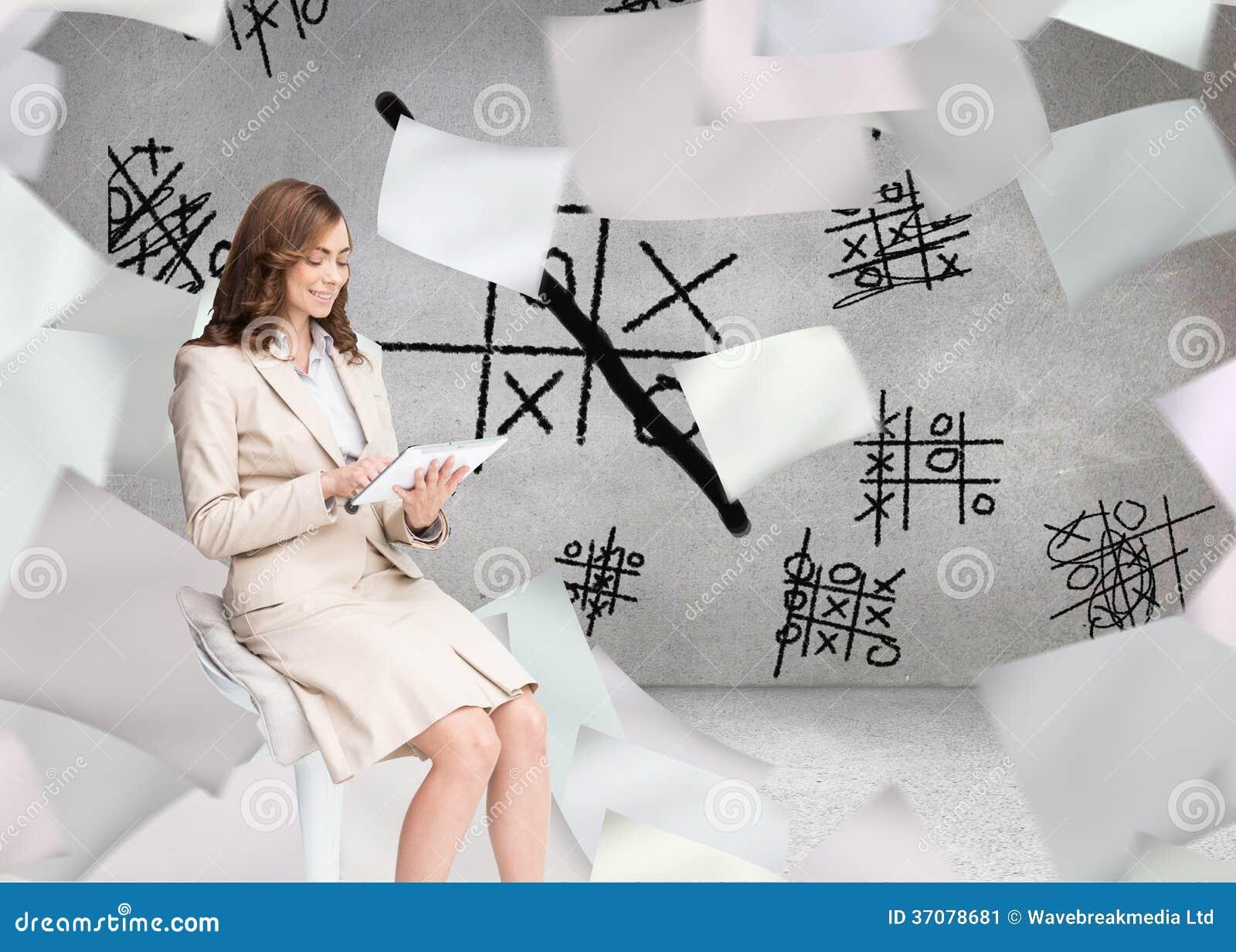 Download Szczęśliwy Bizneswoman Używa Pastylkę Ilustracji - Ilustracja złożonej z grafika, sheik: 37078681