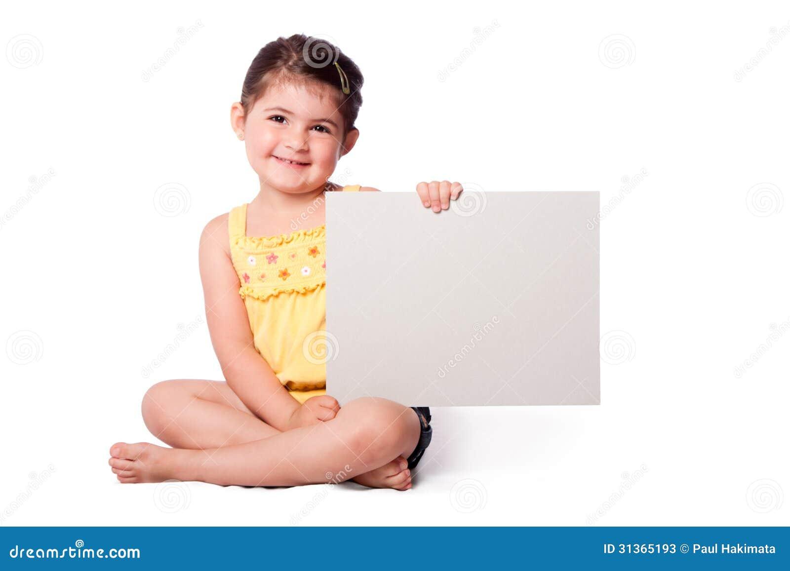 Szczęśliwy dziewczyny obsiadanie z whiteboard