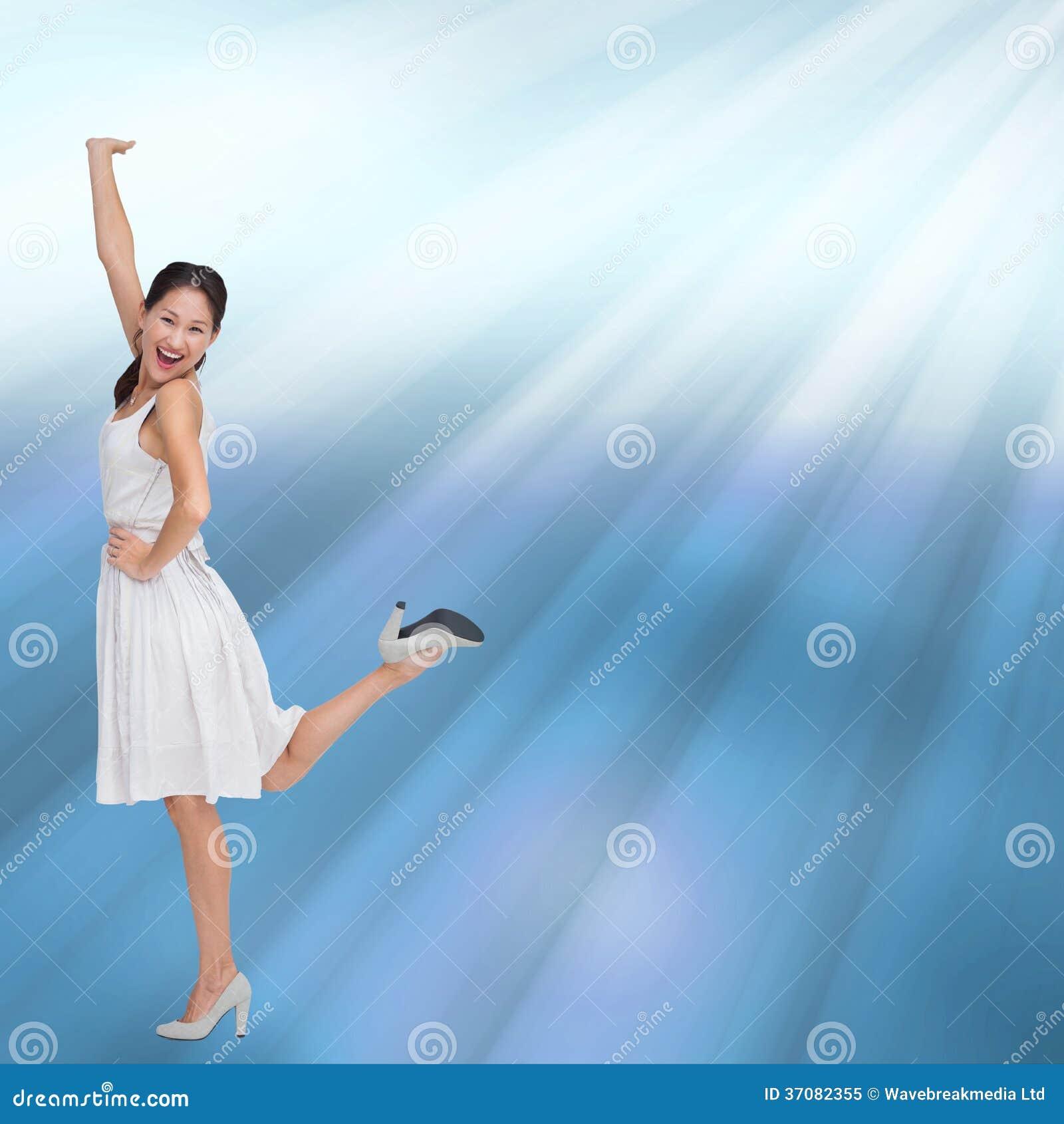 Download Szczęśliwy I Z Klasą Brunetki Pozować Ilustracji - Ilustracja złożonej z plama, tło: 37082355